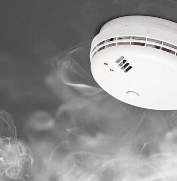 Un détecteur de fumée prêt à sonner l'alarme