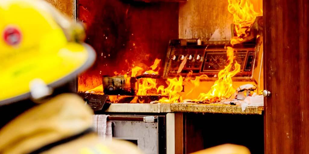 Un détecteur d'incendie efficace peut éviter de nombreux drames comme ici un incendie de cuisine.